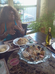 Janice cooked pasta with shrimp and mussel.