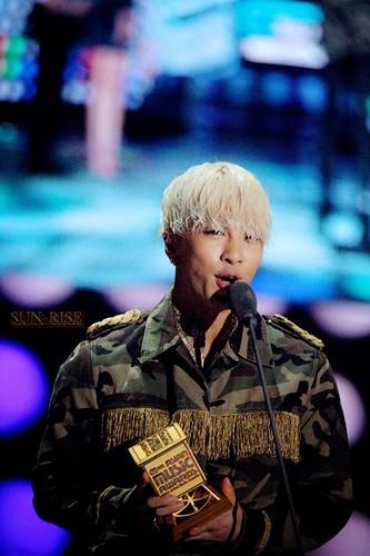 GDYB-Mama2014-HQs-Taeyang-1-20141203_003
