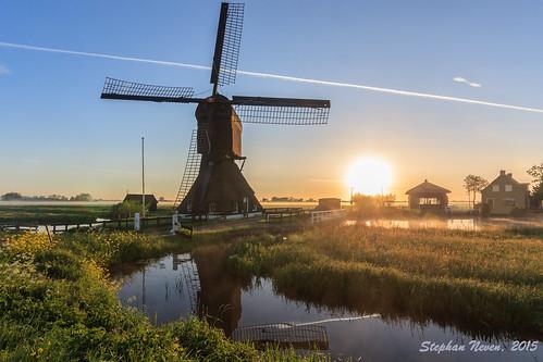 sun mist holland mill water netherlands dutch grass plane sunrise landscape ditch trail polder alblasserwaard molen nationale goudriaan molendag westermolen