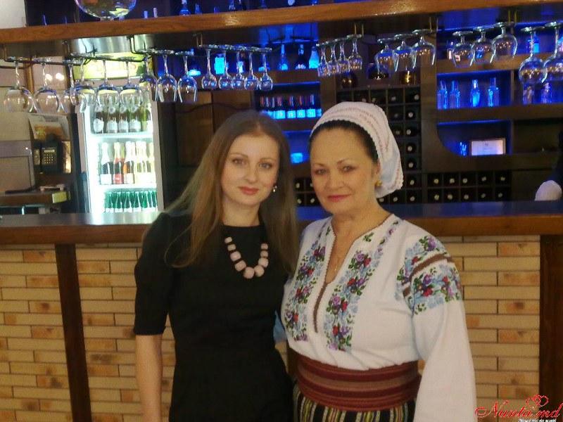Lucia Bejenari cu lautarii sai > Foto din galeria `Despre companie`