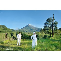 Outdoor pre wedding photo for Niken+Pandu. Pre wedding photoshoot at Merapi Yogyakarta. Prewedding photo by @Poetrafoto.   Visit our website on http://prewedding.poetrafoto.com and like our FB page on http://fb.com/poetrafoto for more pre wedding pictures
