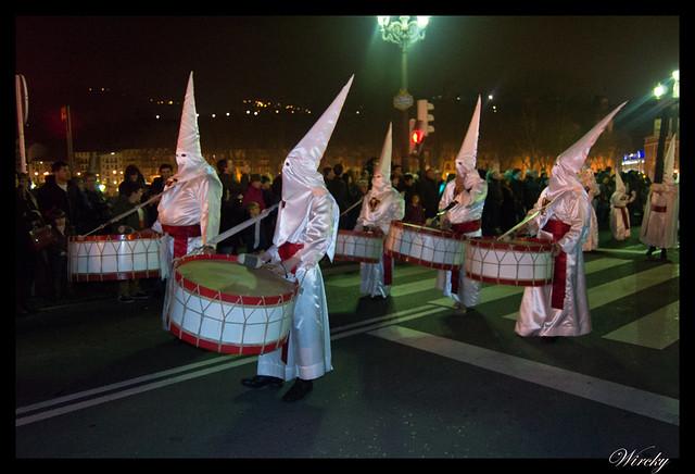 Nazarenos tocando tambor