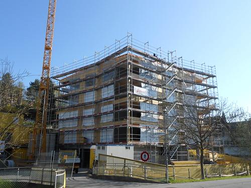 1. Teil der Fassade ist fertig