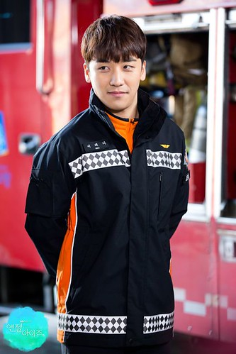 seungri_angel_eyes2