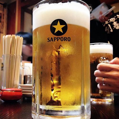 飲むだけで筋トレができる、1リットルサイズのビールです。 #大喜利 #新丸子
