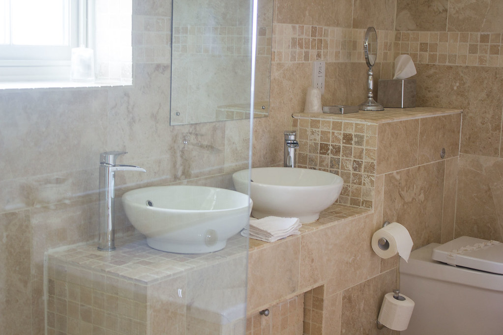 ox-pasture-hotel-honeymoon-suite-bathroom