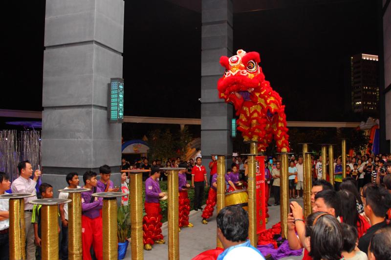 High-Pole-Lion-Dance-Performance
