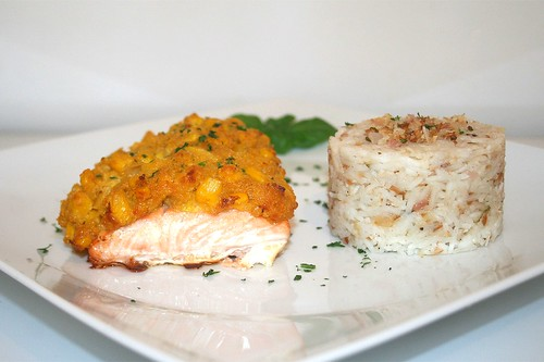 45 - Corn covered salmon with lime-coconut-rice - Side view / Lachs mit Maishaube an Limetten-Kokos-Reis - Seitenansicht