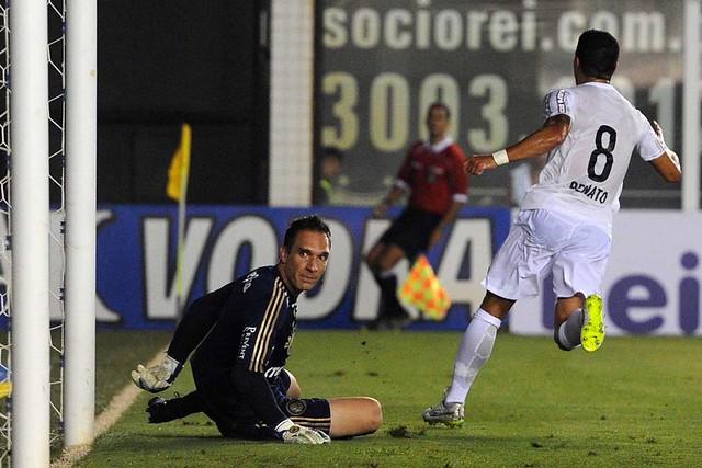 Renato comemora gol marcado no clássico