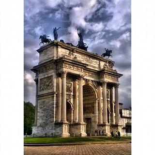 תמונה של Arco della Pace. square squareformat iphoneography instagramapp uploaded:by=instagram foursquare:venue=4b05887af964a5205bc822e3