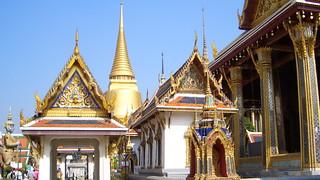 Thailand: Bangkok - Wat Phra Kaeo - marvelous golden Chedi of Sri Rattana