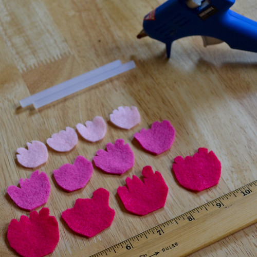 "Step 1: Cut petals out of squares (1"", 1.25"", 1.5"")"