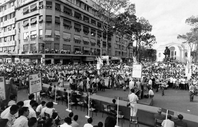 VIETNAM ELECTION Sep 1967 - by Co Rentmeester. Buổi vận động tranh cử của các liên danh ứng cử Tổng Thống.