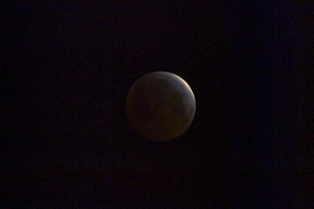 O4049913 lunar eclipse 4 43am crop 1-8s iso100