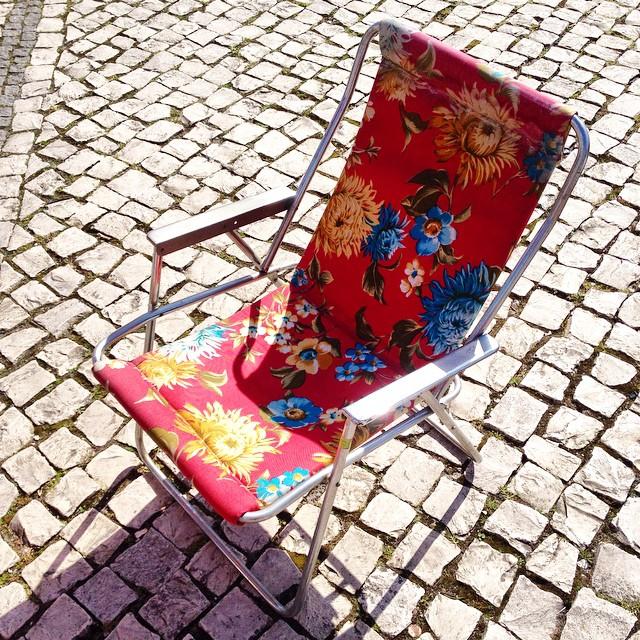#cadeirasdefloresportuguesas onde andam vocês que só vos vejo nas bancas das feiras de velharias?