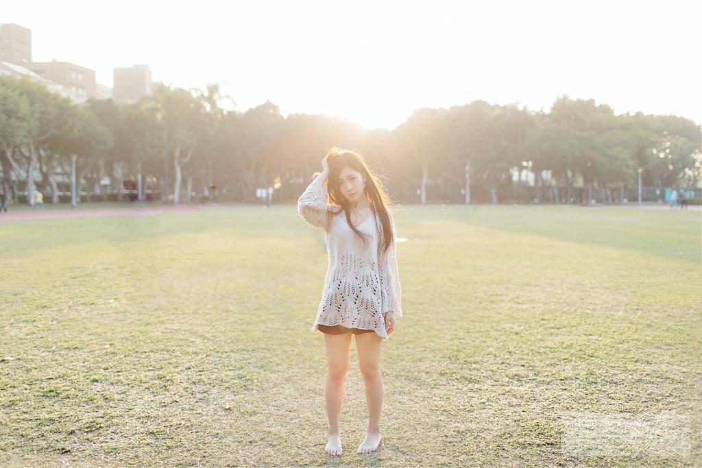 站在向陽處的妳