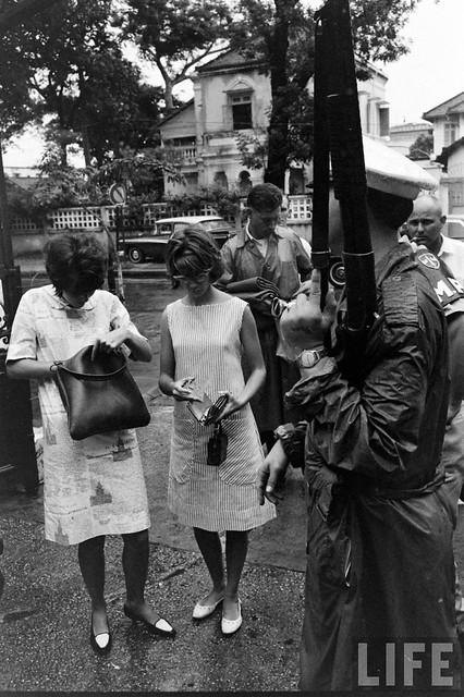 SAIGON 1961 - PX của QĐ Mỹ sau này là NAVFORV Headquarters Saigon - Photo by Bill Ray