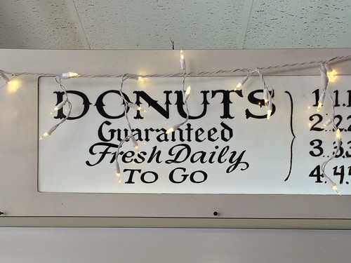DONUTS / Guaranteed / Fresh Daily / TO GO
