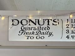 DONUTS / Guaranteed / Fresh Daily / TO GO