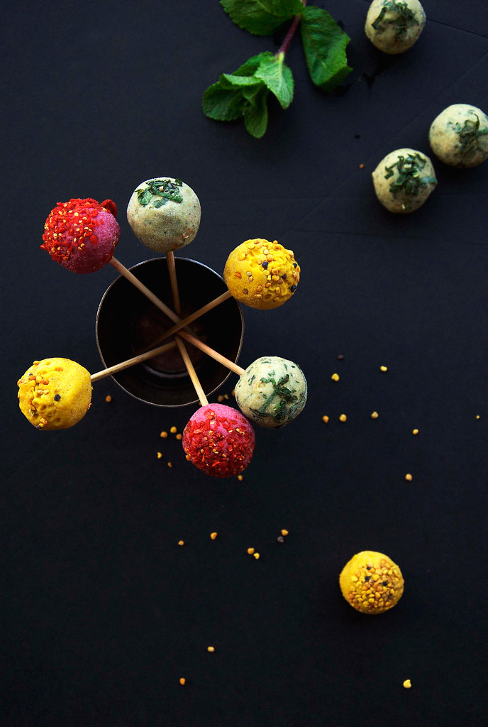 "Guest Post: Raw Easter Cake Pops by Elenore ""Earthsprout"" 