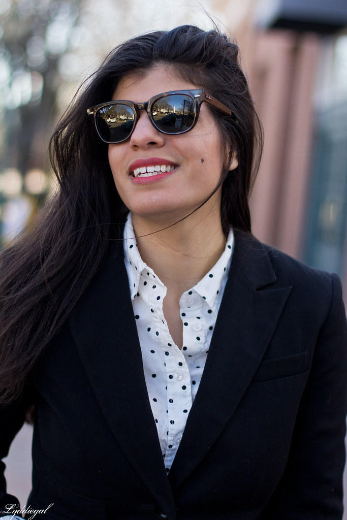 black blazer, polka dot shirt, white denim, trainers-7.jpg