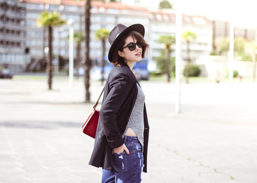 navy.blazer-with-red-bag-from-furla-rayban-look-streetstyle-myblueberrynightsblog