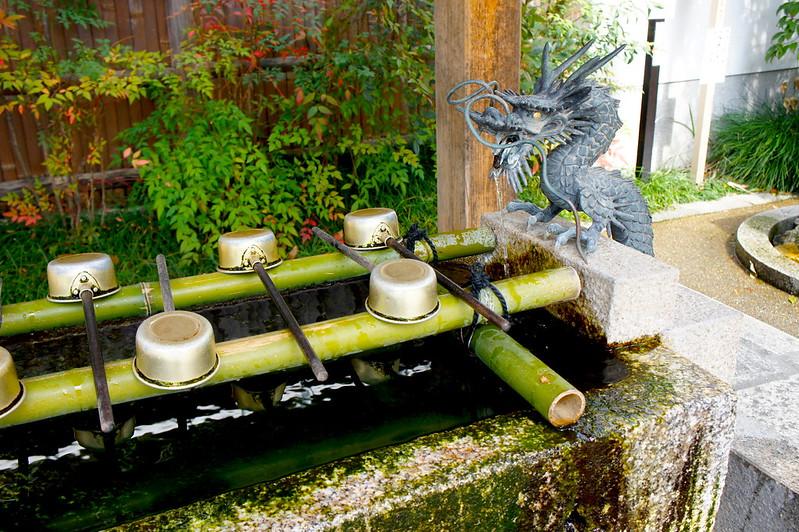 手水舎/晴明神社(Seimei-jinja Shrine / Kyoto City) 2015/03/12 04762