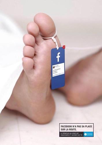 Facebook no tiene lugar en la carretera. El teléfono inteligente es responsable de 1 de cada 10 accidentes