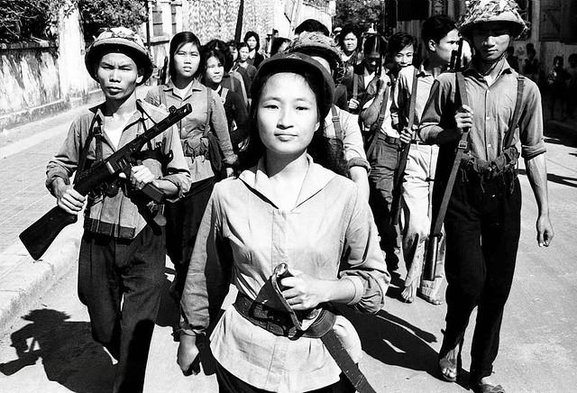 North Vietnam 1965 - Dân quân tập luyện quân sự - Photo by Romano Cagnoni