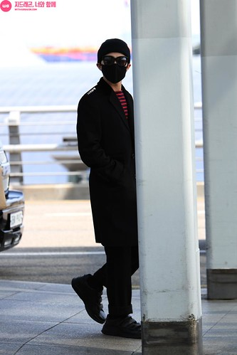Big Bang - Incheon Airport - 01apr2015 - G-Dragon - With G-Dragon - 02