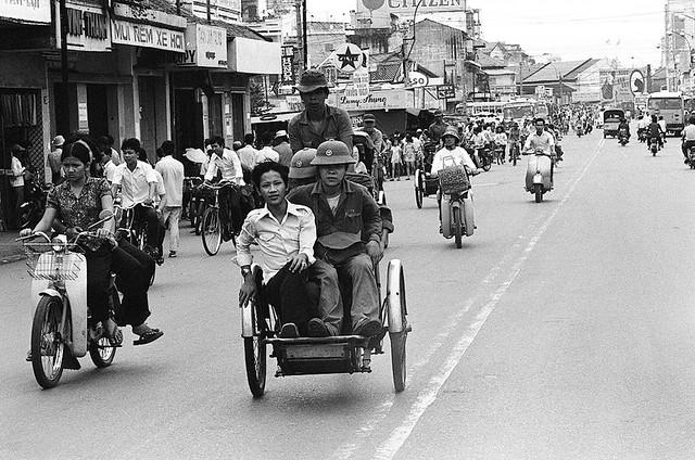 SAIGON May 1975 - Đường Phạm Hồng Thái, phía xa bên phải là đường Lê Lai và ga xe lửa