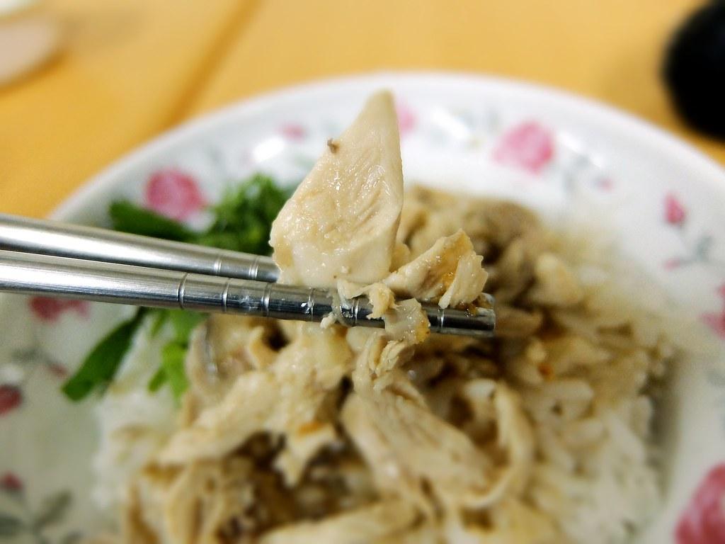 雞肉應該都是雞胸肉,略乾,但湯汁給的多,整體吃起來倒是在接受範圍內