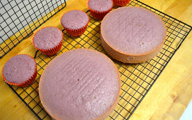 green girl eats: raspberry zinger (birthday) cake