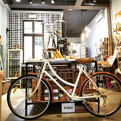 Meet Mocha, hot bike in the city. #singapore #onespeed