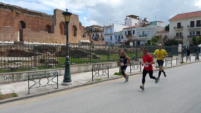 Τρέχοντας γύρω από το Αρχαίο Ωδείο, ένα από τα σημαντικότερα μνημεία της πόλης!