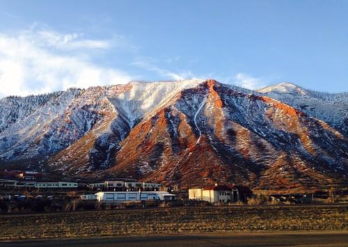light mountain sunrise colorado glenwoodsprings