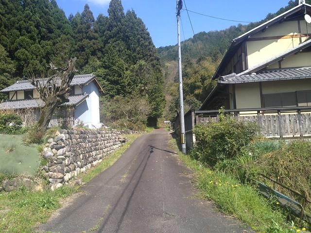 茶臼山 登山道への道