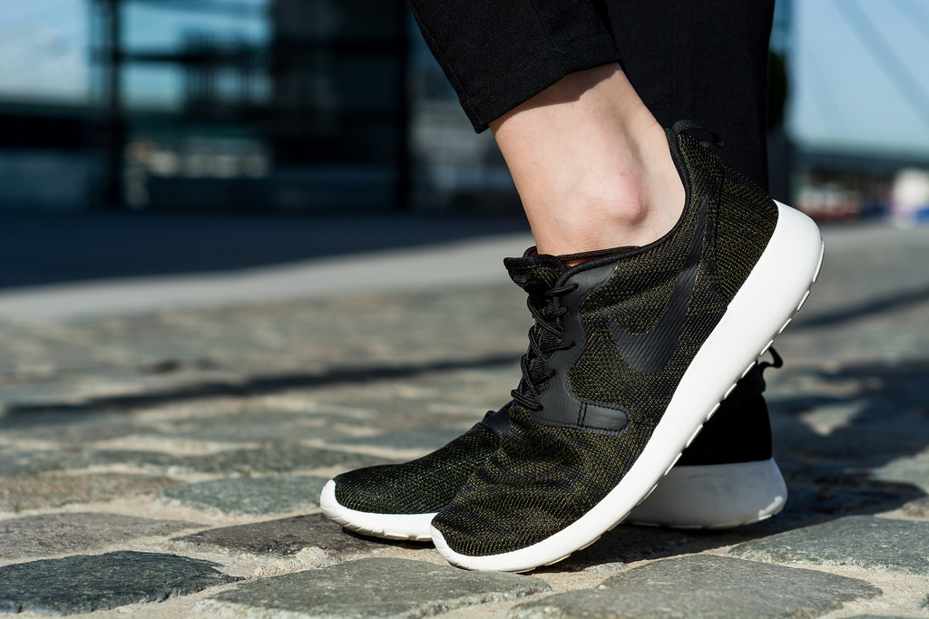 How to style Nike Roshe Run Sneakers | Lisa Fiege