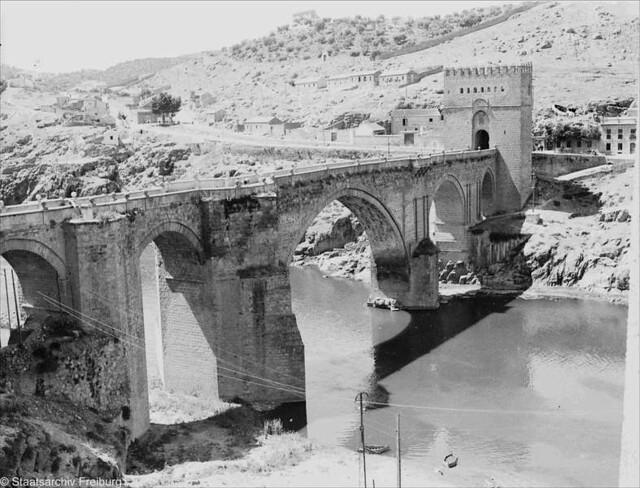 Puente de San Martín  en Julio de 1932. Fotografía de Willy Pragher © Landesarchiv Baden-Württemberg, Abt. Staatsarchiv Freiburg