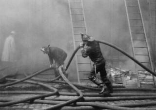 Firefighters in action, British Columbia / Pompiers à l'œuvre en Colombie-Britannique
