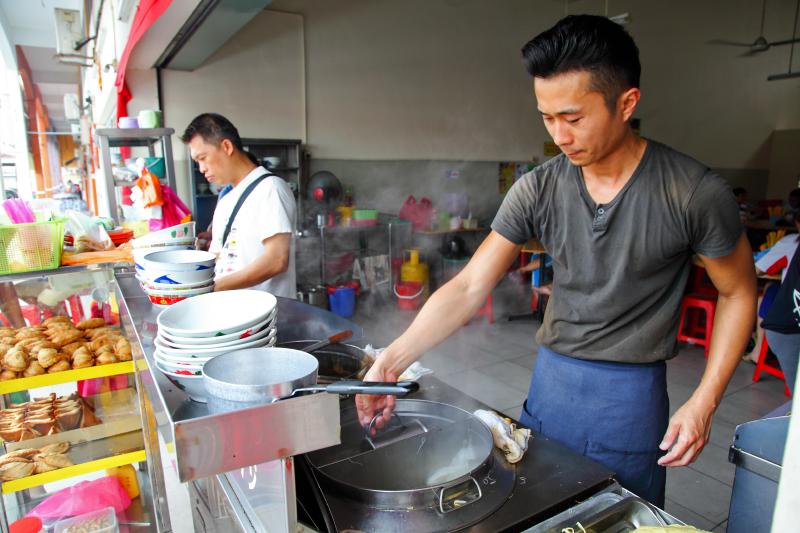Cooking-Laksa-Yung-Lai-Siang