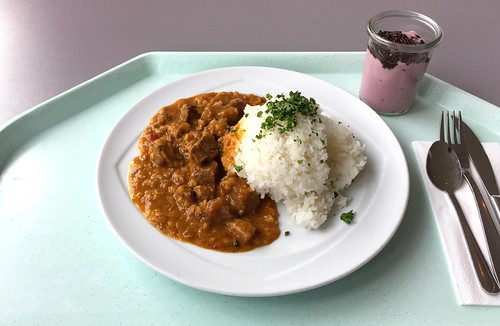 Rogan Josh - Indian lamb curry with red lentils & yoghurt / Indisches Lammcurry mit roten Linsen & Joghurt
