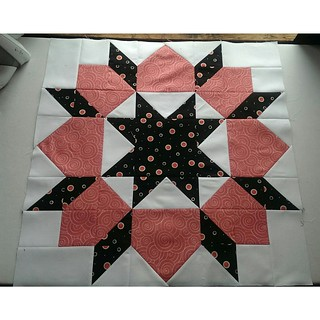 2nd swoon block...must've screwed up when I was cutting & was short one pink square but had enough leftovers to fudge one of the hst & even I have a hard time finding it now. #swoonquilt #swoonalong2015 #swoonalong #thimbleblossoms