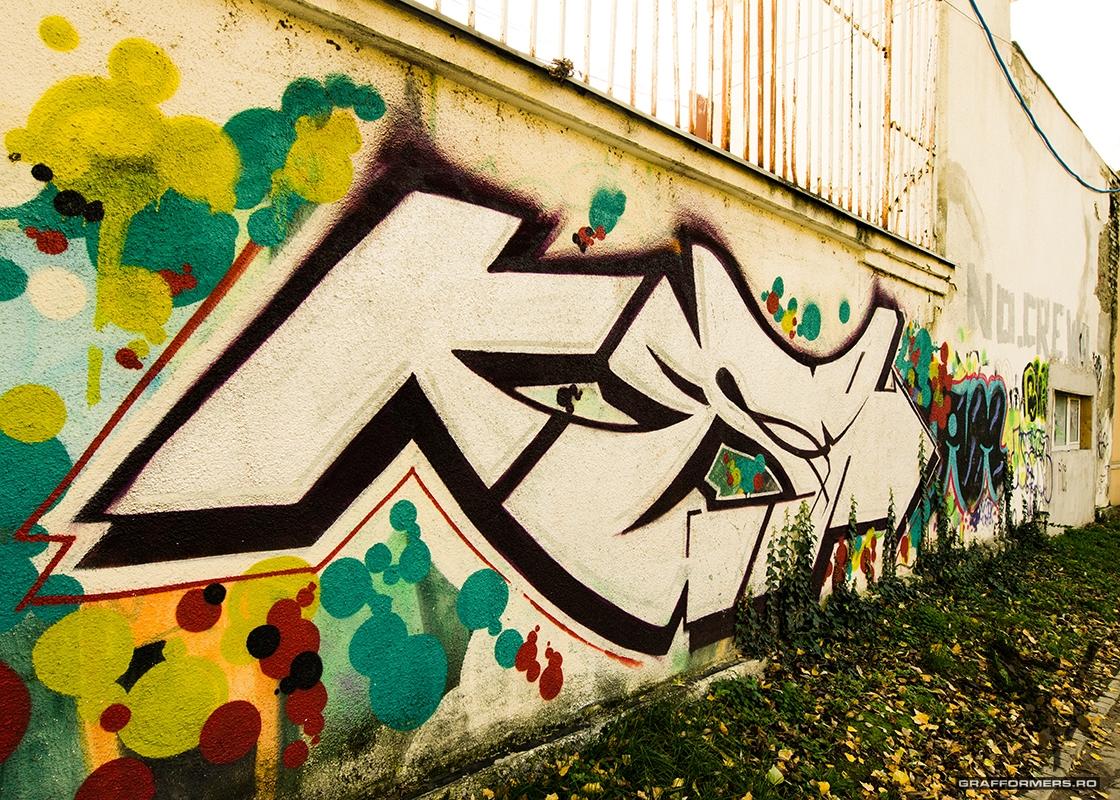 03-20130414-graffiti_pieces_on_bega_riverside-timisoara-grafformers_ro