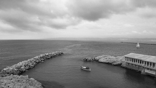 sea sky bw mer storm france blancoynegro rain clouds boats marseille marine noiretblanc pluie bateaux nb paca ciel nuages fishingboat orage sailingboat mediterranee voiliers vallondesauffes pointu bateaudepeche