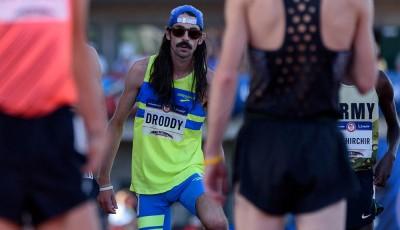 Pivař s knírkem se rval o olympijský limit na desítce