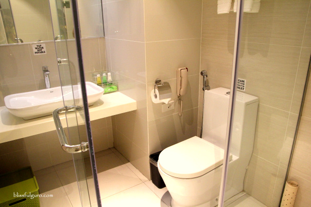 Brentwood Suites Quezon City Toilet and Bath
