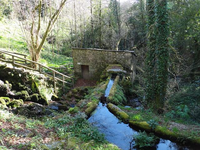Muíño das Paradas en el río Vesacarballa