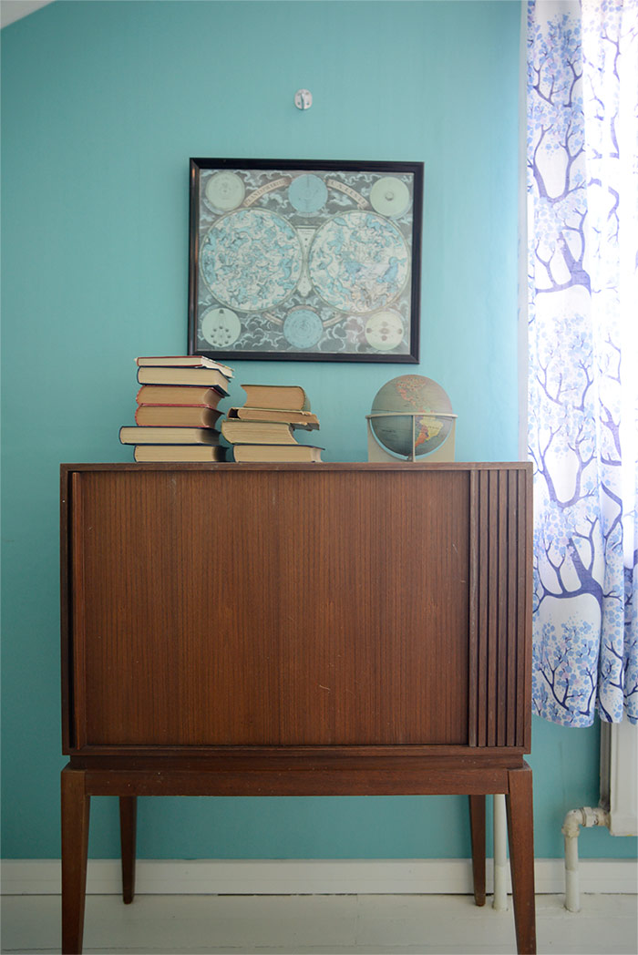 Vintage TV cabinet, books and globe