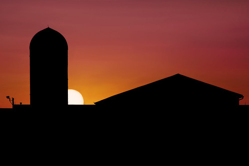 sunset ohio sun silhouette barn university state farm barns silhouettes sunsets silo osu columbusohio farms silos elliot theohiostateuniversity waterman ohiostate ohiostateuniversity gilfix elliotphotos watermanfarm elliotgilfix